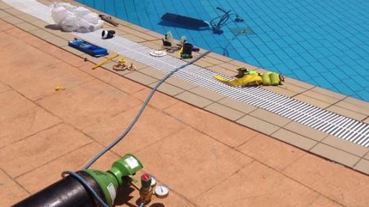 fuga de agua en la piscina