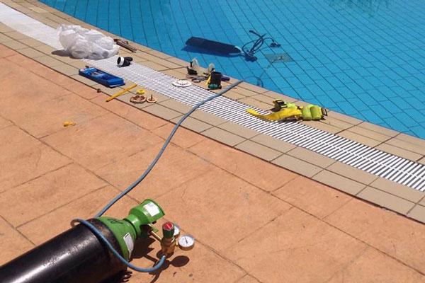 Fuga de agua en la piscina c mo detectarla dasme control - Agua de la piscina turbia ...