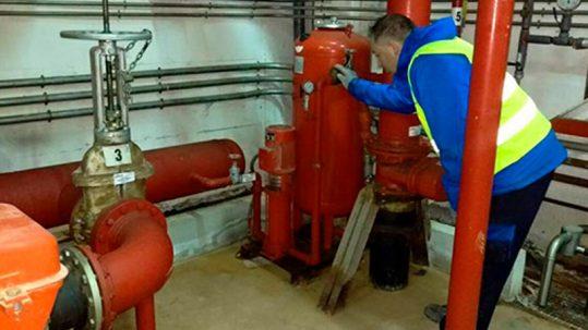 Revisar los sistemas contra incendios